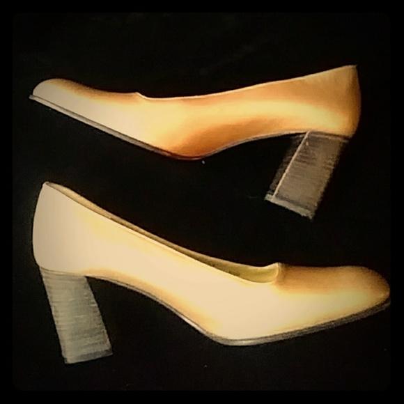 Bruno Magli scarpe   Pale 12b oro Heelssz 7 12b Pale   Poshmark 49981f